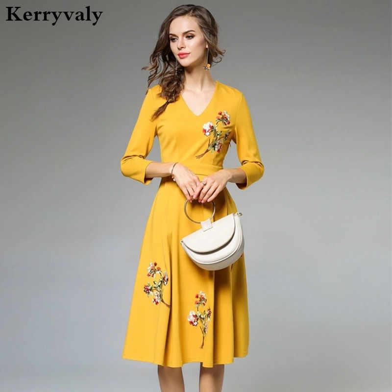 2a2fe2aec4f7966 Осень v-образным вырезом желтый цветочный платье с вышивкой халат Пасечник  2018 vestidos mujer рокабилли