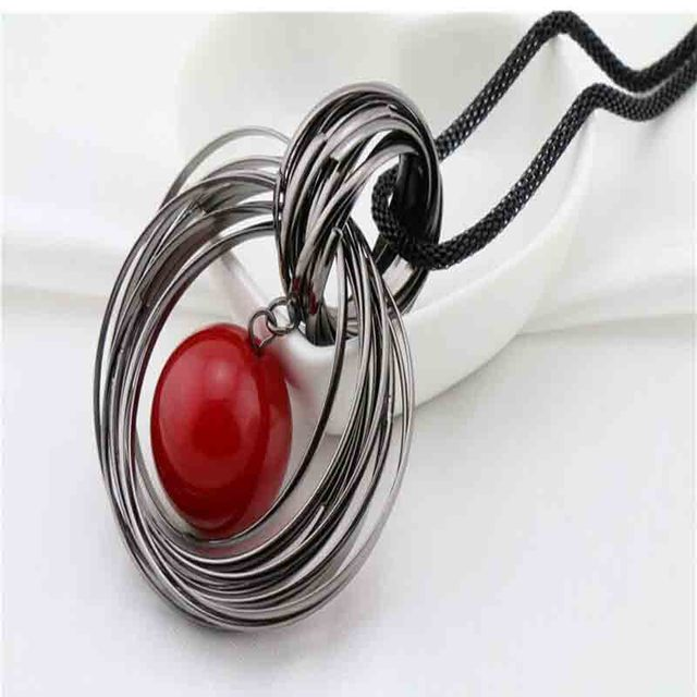 61fe2d988d4b Moda dos Circle simulada bola de la perla roja colgante collares largos  para para pistola cadena