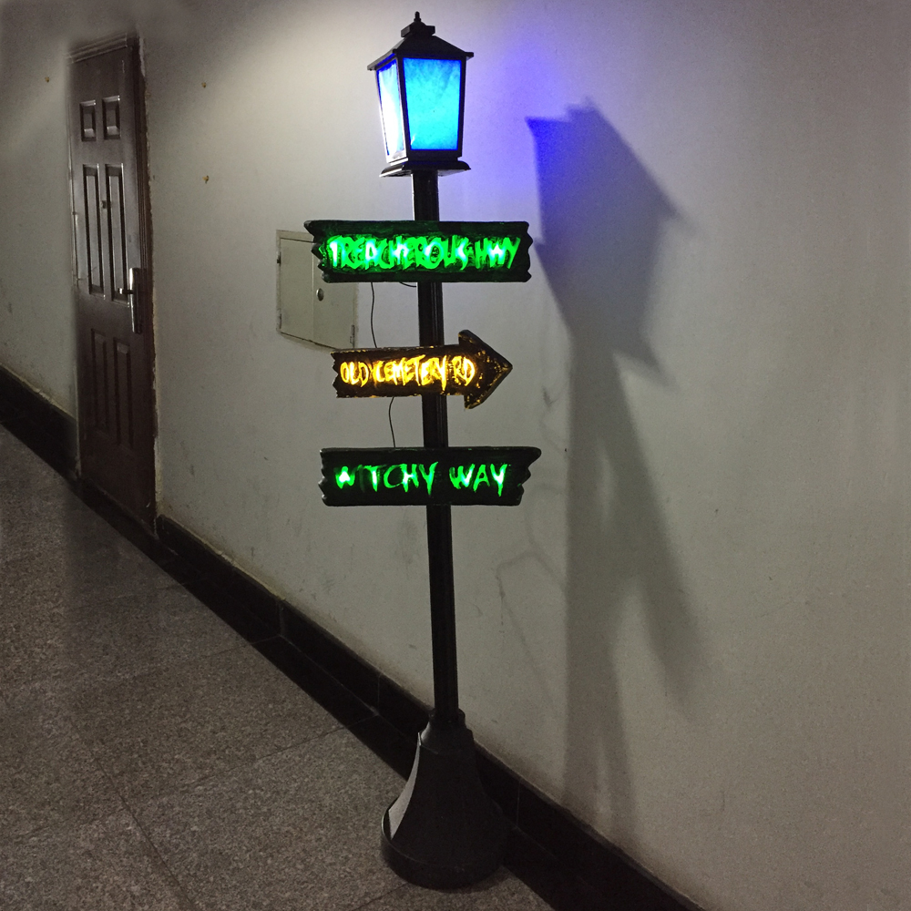 Halloween Scary Streetlights with Color LED Light and Scary Sound Haunted House Escape Horror props Decorations