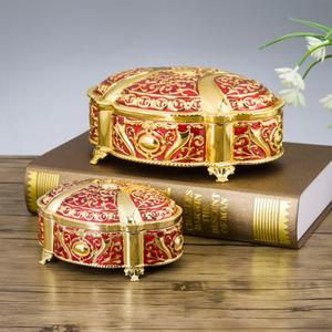 Image 3 - جديد! 2 مقاسات الزفاف هدية مربع قضية المجوهرات سبائك الزنك حلية صناديق معدنية زهرة منحوتة حزمة نزوة هدية عيد