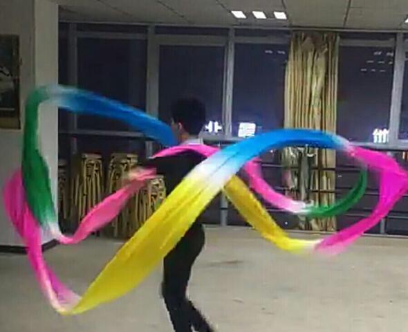 Scène danse streamer danse volante arc-en-ciel streamer ruban de soie Dunhuang manches d'eau danse