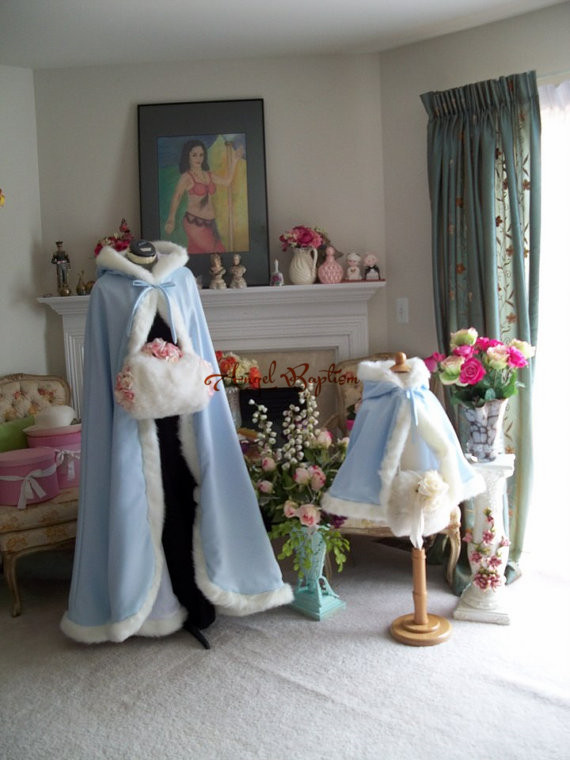 цена на Sky blue hip length flower girl faux fur cloaks cape winter satin jacket hooded wrap bolero wedding party outwear with hand muff