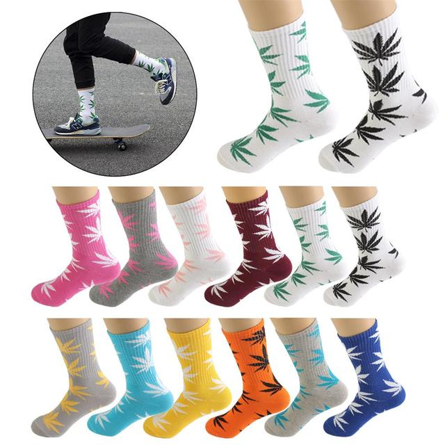 Maple Leaf Pattern Knitted Sports Socks For Women And Men In Hiking
