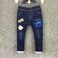 2017 Novos Meninos Caráter Lavagem Luz Jeans Casuais Cintura Elástica Calças Compridas Regulares Carta das Crianças Roupas Roupas Calças p076