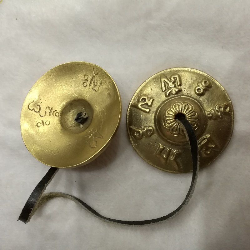 TBC971 Tibetan Brass Old Golden buddhist bells pair 65mm Tibetan Six Words Mantra Tingsha OM MANI PADME HUM Antiqued Cymbals