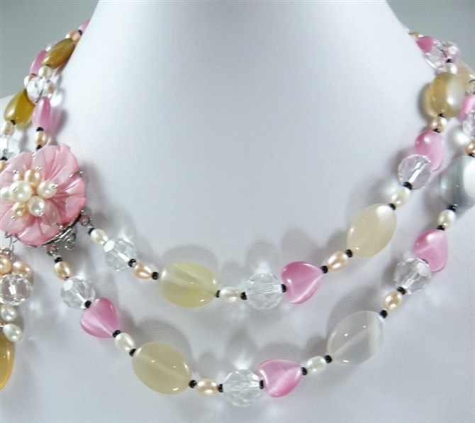 DYYสีชมพูและสีเหลืองสุภาพสตรีที่สวยงามผสมไข่มุกและหยกหินดอกไม้สร้อยคอ