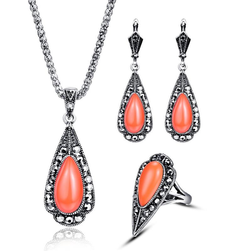 Vintage Coral smykker sett for kvinner Etnisk juvel Antikk Silver Farge Svart Krystall Triangle Anheng Halskjede Øredobber Ring Set