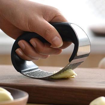 Stainless Steel Garlic Presses Manual Garlic Mincer Chopping Garlic Tools Curve Fruit Vegetable Tools Kitchen Gadgets