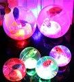 Nuevos 5 Piezas Mucho Frío Luz de Flash Luminiscente Transparente Bolas de Pescado Transparente Elástico de la Nueva Venta Creativo Juguetes de Los Niños