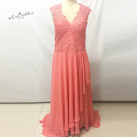 Elegant Coral Peach Mother of the Bride Lace Dresses Plus Size Long Godmother Dress for Beach Weddings Chiffon Evening Party