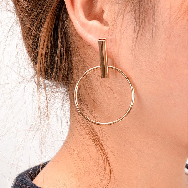 New Minimalist Simple Geometric Circle Light Gold Stud Earrings For Women Modern Everyday Jewellery Earring