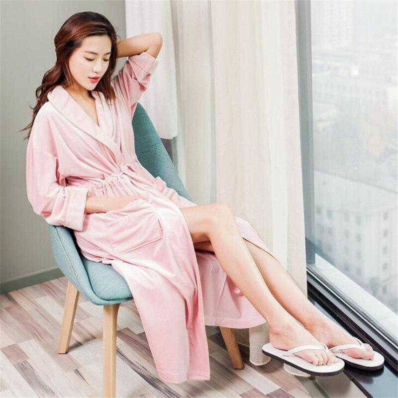 b9b407fae2681 Лидер продаж черные летние Атласный халат-кимоно Для женщин невесты  Свадебный халат платье сексуальное цветок