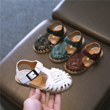 Сандалии для девочек; обувь для малышей с закрытым носком; детские сандалии из натуральной кожи; летние модельные сандалии на плоской подошве для мальчиков; однотонные; 21-30
