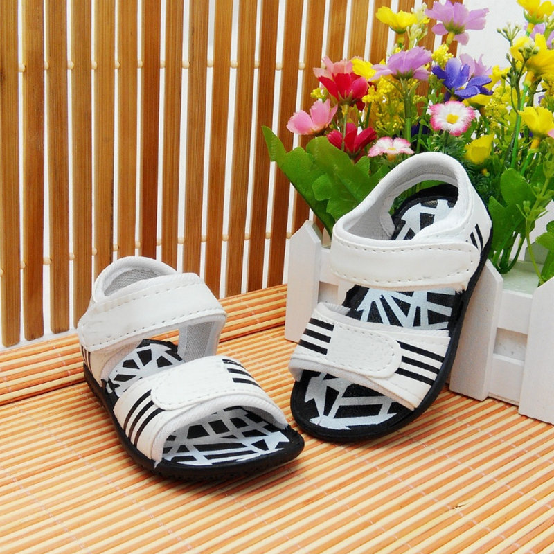 2016 Summer Sandals Children Girls and Boys Beach Shoes PU Waterproof Soft Sole Kids Sandals Black White Baby Walking Shoes