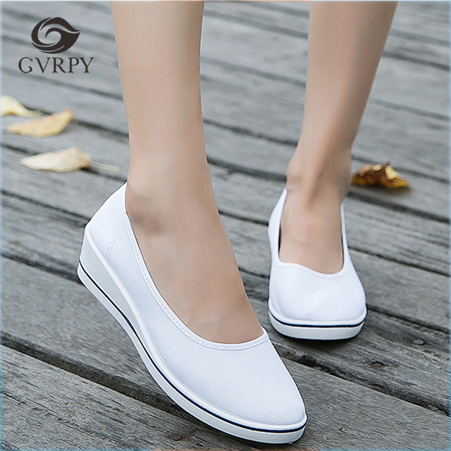 eb05f2958f8a8 Kobiety buty pielęgniarskie wygodne damskie buty medyczne letni szpital  miękkie dno klin antypoślizgowe lekarz pielęgniarki obuwie