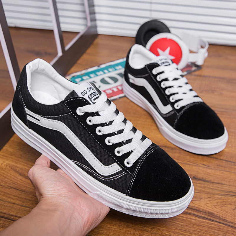 eaa442ce65a67 US $22.83 44% OFF|2019 New Man Comfortable Walking Sneakers Brand Designer  Couples Skateboarding Shoes Rubber Skateboard Sneakers for Unisex-in ...
