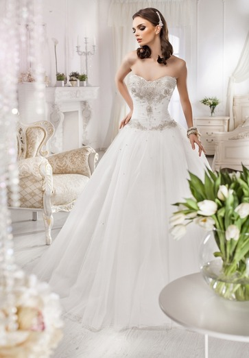 9e397aa7c0755 Simple Sweetheart Neck White Ball Gowns Zipper Back Tulle Tiered Skirts  With Beads And Crystals On Top Hot Sale Wedding Dresses