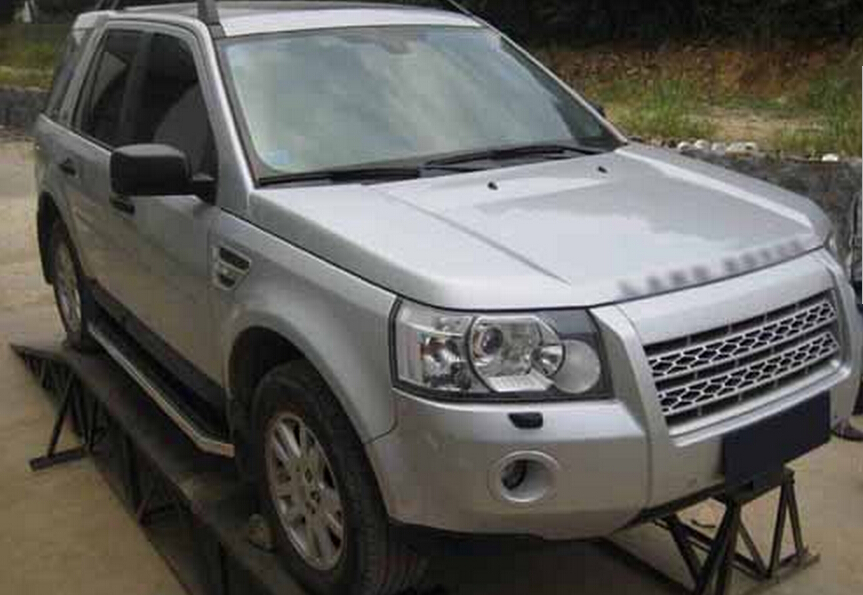 https://ae01.alicdn.com/kf/HTB1CDLqKFXXXXX5XVXXq6xXFXXXY/Stainless-steel-FOR-Land-Rover-LR2-Freelander-2-2007-2015-running-board-side-step-bar.jpg