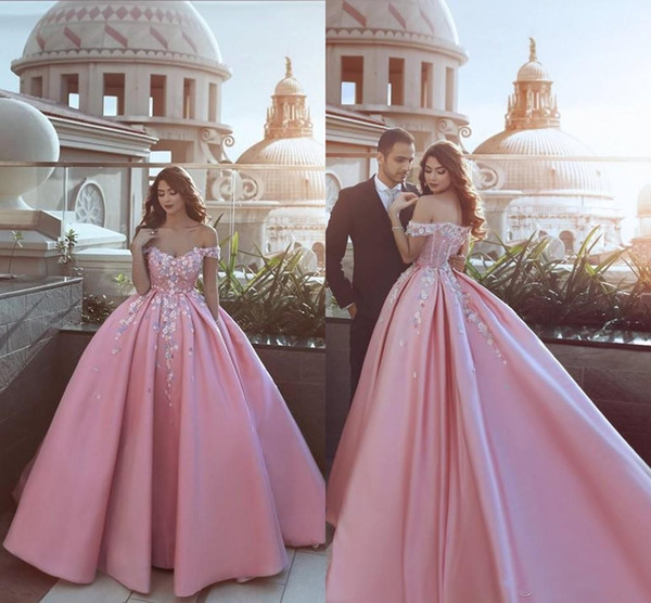 Special Design Baby Pink Ball Gown Evening Dresses with Hand Made Flowers Off the Shoulder 2018 Prom Party Wear