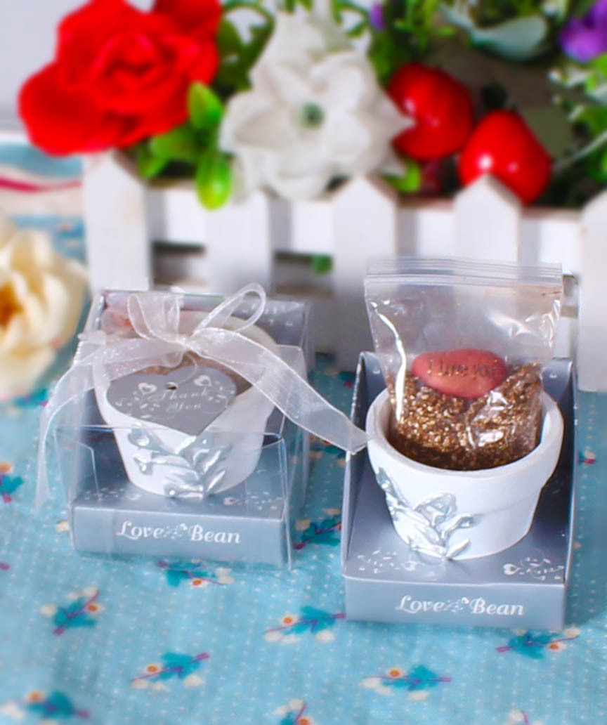 wholesale 1000pcs Love Magic Bean printed Love or I love U English Words Good for Wedding Favors with gift box