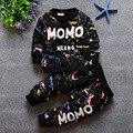 O envio gratuito de 2017 primavera outono Bebés meninos 2 pcs define crianças comércio childrenset babys camisetas de algodão ocasional terno carta Momo