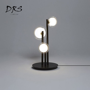 ما بعد الحداثة الإبداعية الجدول مصباح بريقا Led الحديثة مكتب الدائمة مصباح Luminaria مصمم فندق السرير أضواء Lampadaire الإضاءة