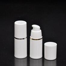 50 adet/grup PP 30 ml havasız şişe beyaz şeffaf renk havasız pompa losyon için BB krem vakumlu şişe Beyaz + Altın
