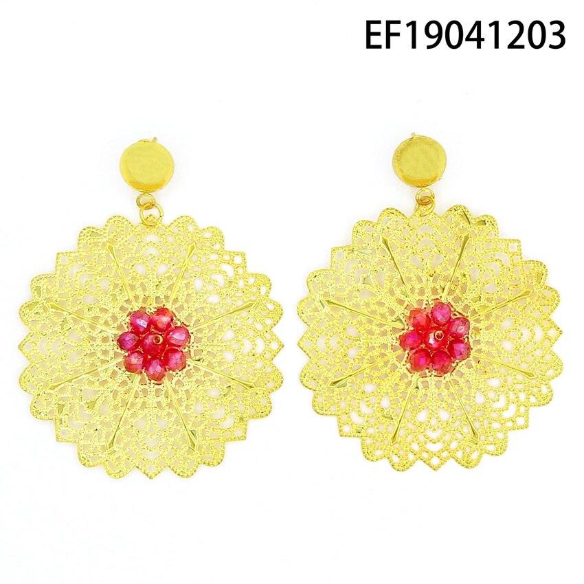 Yulaili livraison gratuite Guangzhou fabricant nouveauté fleur Design or-couleur cuivre femmes boucles d'oreilles pour la fête de mariage