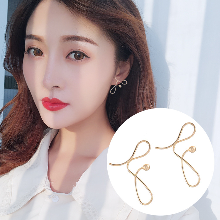 Irregular Twisted Metal Line Temperament Personality Knot Design Sense of Small Exaggerated Cool Wind Senior Earrings