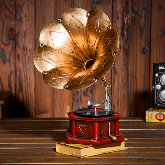 European Jingmei / Vintage wrought iron window model phonograph turntables props antique ornaments of soft decoration