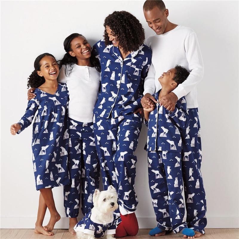 Fashion Family Matching Pyjamas Set Xmas Father Momther Kids Christmas Nightwear 2017 New Hot Sale Family Match PJs Pajamas Set