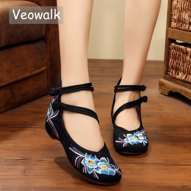 Veowalk Handmade Chinese Style Women Casual Flat Shoes Cotton Floral  Embroidered Vintage Ballets Fats For Woman Zapatos Mujer 48cce40e1506