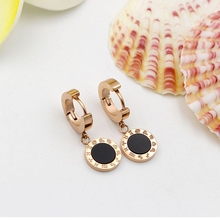Hot Buckle Twelve Constellations Black and White Shell Earrings Female Titanium Steel Colour Rose Gold Anti-allergic Earring