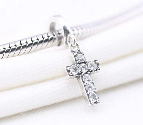 abalorio pandora cruz