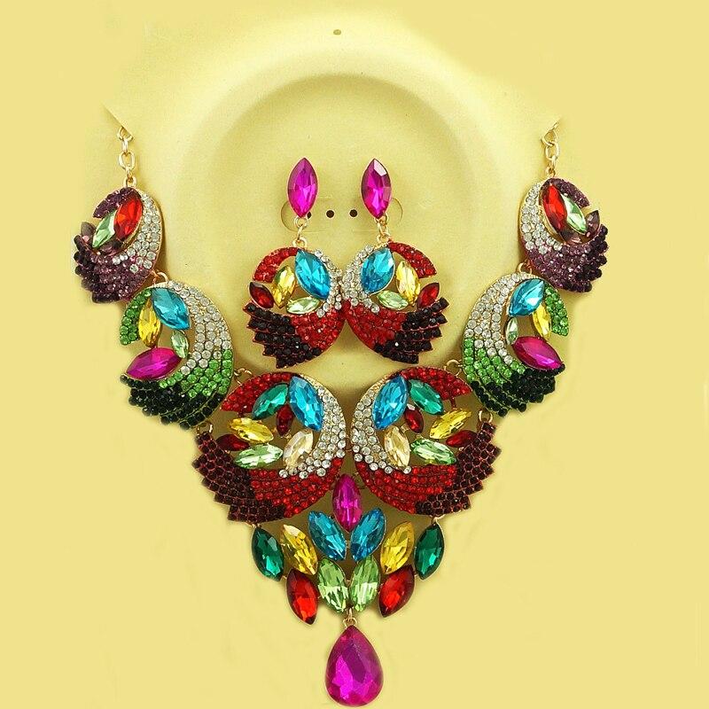 Couleurs de plumes ensembles de bijoux élégants ensembles de bijoux de perles africaines pour les femmes chaîne collier boucles d'oreilles goutte