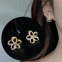 2019 Fashion Women Earrings Cute Pearl Flower Stud Earrings For Women Jewelry Accessories Orecchini Brincos Pendientes Oorbellen все цены