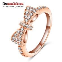 Pěkný platinový prsten s mašlí ze zirkonů