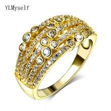 Модное кольцо золотого цвета с множеством круглых фианитов и