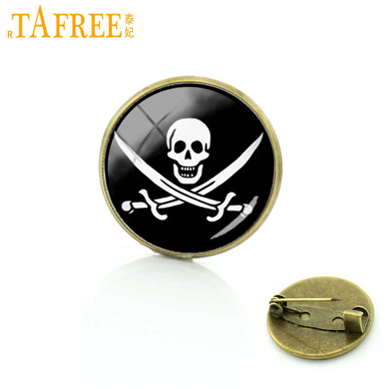 TAFREE Jolly Roger skull and machete picture brooches Novelty Interesting pirate flag glass badge pins cool men jewelry T438