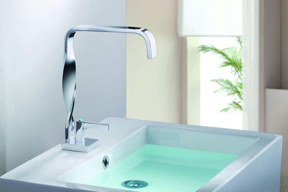 Wholesale And Retail Deck Mount Waterfall Bathroom Faucet Vanity Vessel Sinks Mixer Tap Cold And Hot Water Tap free shipping wholesale and retail deck mount waterfall bathroom faucet vanity vessel sinks mixer tap cold and hot water tap