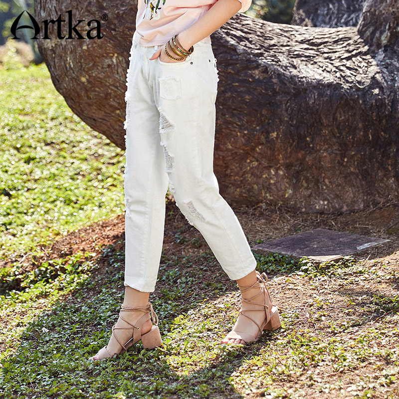 ARTKA New Simple Butterfly Pattern Ladies Jeans Cotton Soft Hole Pocket Design Casual White Jeans Women Long Pants KN10686C