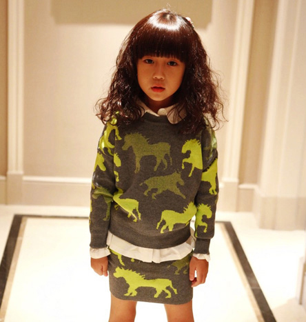 2-12Y Fashion Baby Girls Clothes Set Horse Print Sweater + Skirt 2 Piece Set Spring Autumn Winter Kids Girls Clothing Sets 2016 spring girls clothes girls clothing sets new arrival female child flower print o neck pullover short skirt set baby twinset