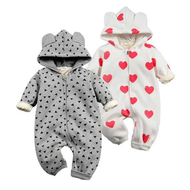 Nueva moda 2017 Mamelucos Del Bebé Recién Nacido Ropa de Invierno de Coral Polar de Algodón Del Corazón Infantil Ropa Del Bebé de Espesamiento