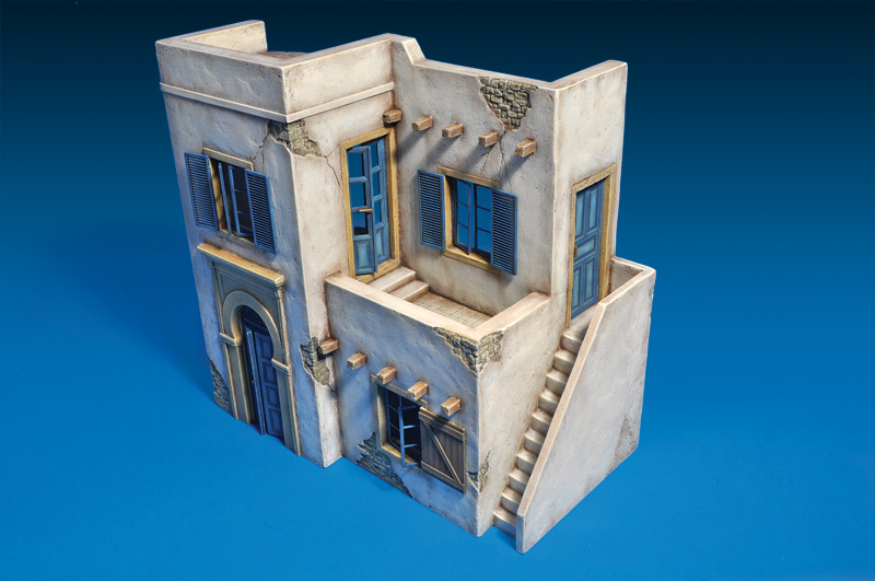 Miniart MODEL 1/35 SCALE Building models #35540 NORTH