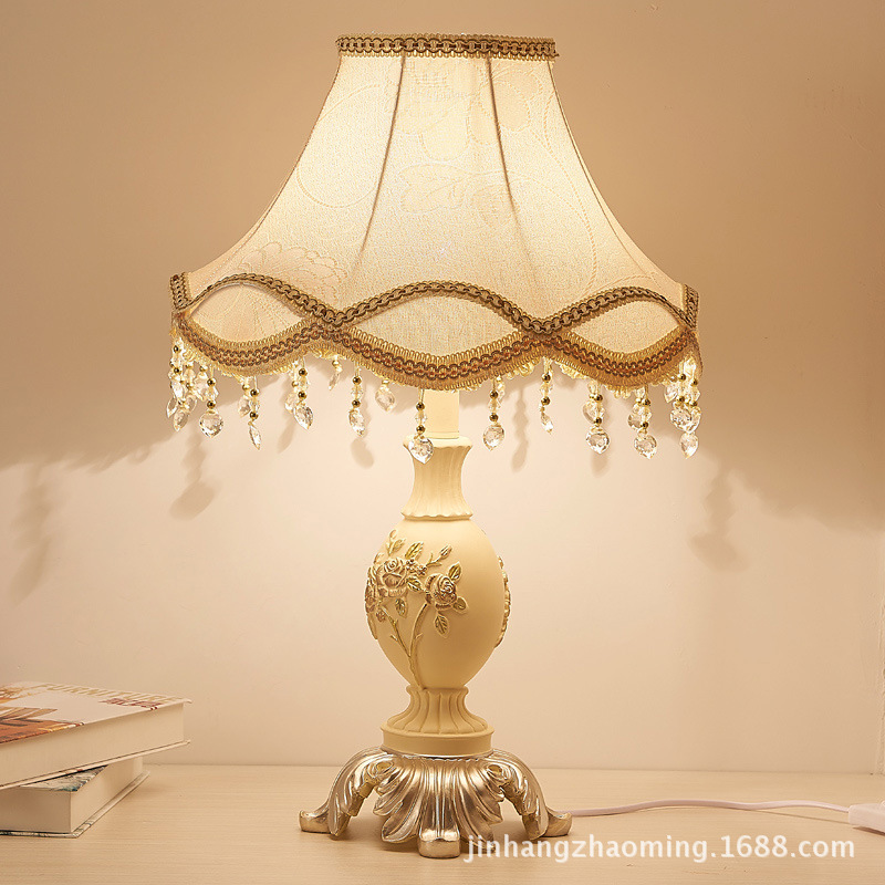 TUDA European court table lamps resin high-grade decoration table lamps for bed room