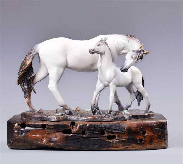 L'ancienne pièce en cuivre artisanat sculpture en cuivre et nouveaux ornements de cheval en bronze de cuivre
