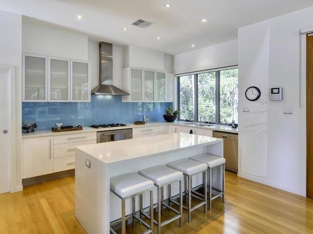 Armario de cocina blanco con Isla para comedor. en Gabinetes de ...