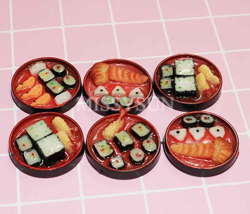 2PCS1/6 ขนาดเล็กญี่ปุ่นซูชิข้าวม้วนสำหรับตกแต่งตุ๊กตาPretendอาหารสำหรับBlyth Barbies Bjdตุ๊กตาครัวของเล่น
