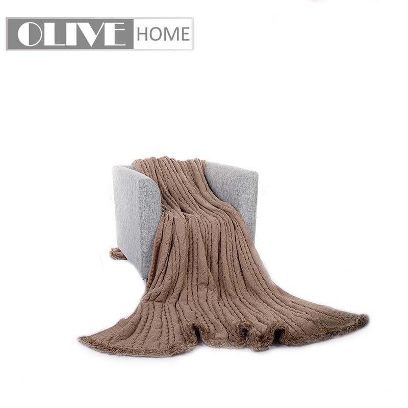 Couverture en tricot de Chenille Battilo grande taille avec garniture en fausse fourrure, 78 x 98Couverture en tricot de Chenille Battilo grande taille avec garniture en fausse fourrure, 78 x 98