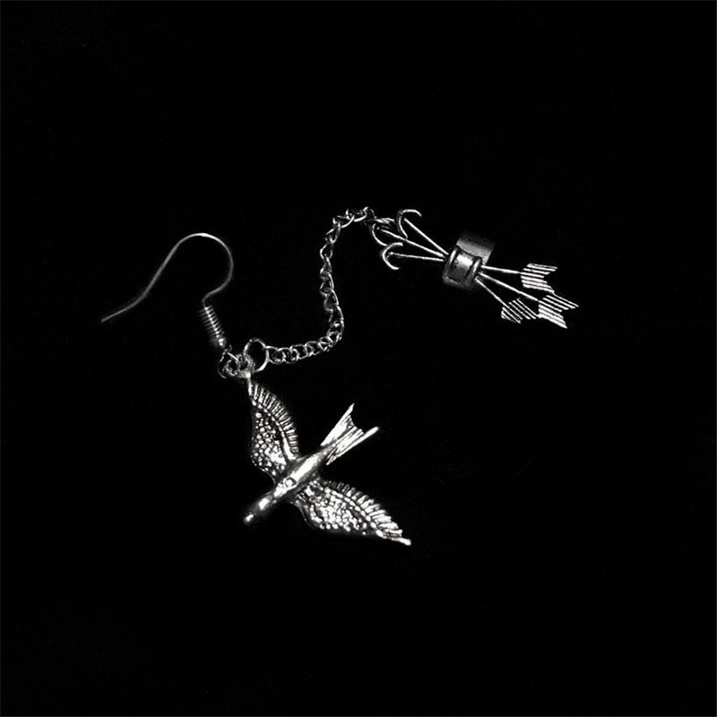 1PC Europe and the United States street personality cool punk retro swallow ear bone clip cool girl Man integrated earrings tide in Drop Earrings from Jewelry Accessories